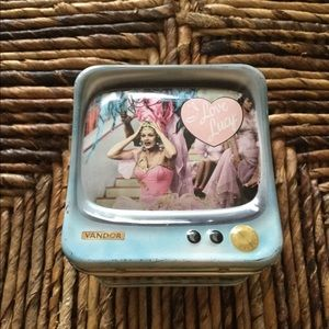 I LOVE LUCY COLLECTIBLE TIN TELEVISION